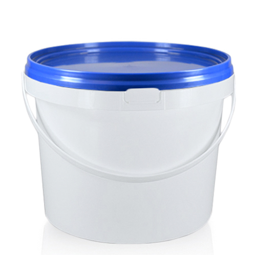 7.5 litre plastic bucket with blue lid